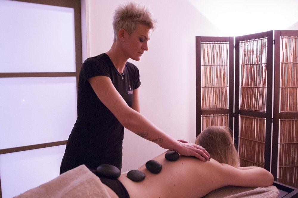 Mani di luce stone massage